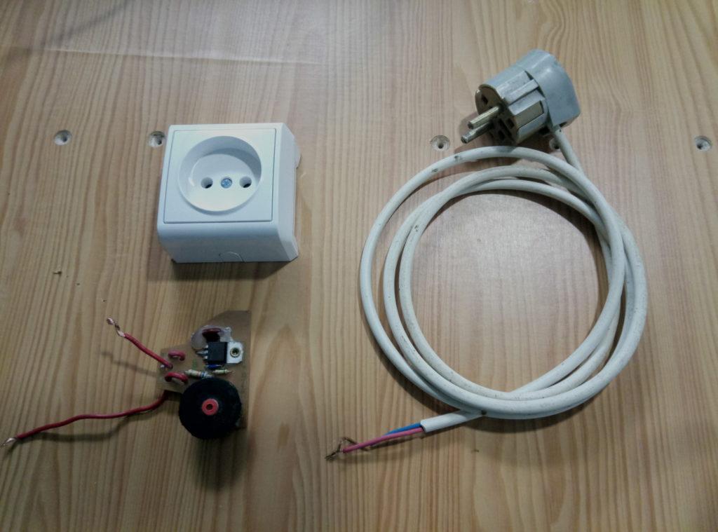 розетка, вилка и кабель