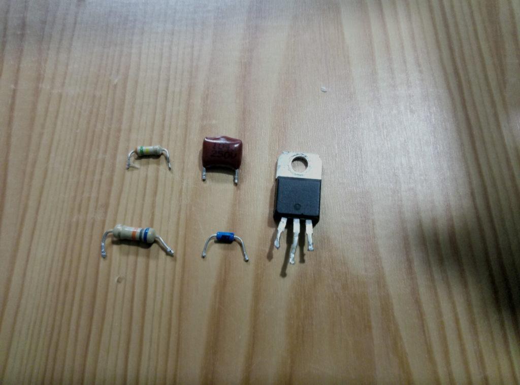 симистор, динистор, конденсатор и резистор