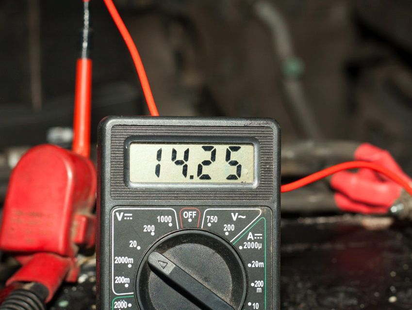 мультиметр как проверить аккумулятор