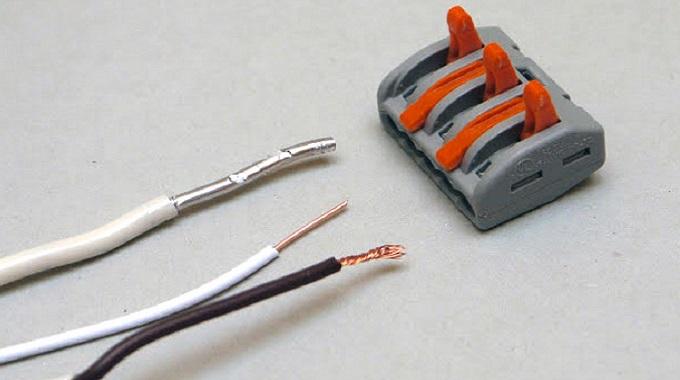 Клеммник WAGO на 3 провода