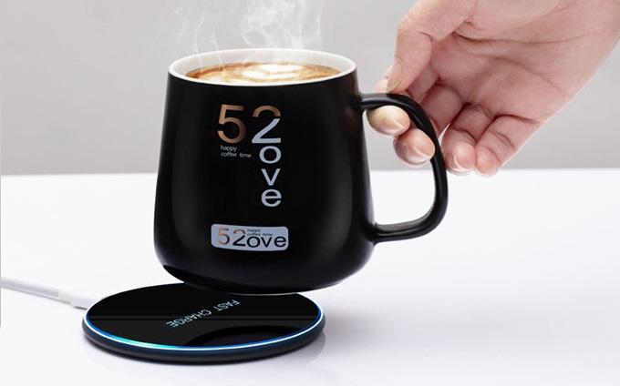 Чашка кофе на заряднике