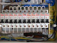 Вопрос: Автоматические выключатели на входе в эл.щитке в квартиру: вход 220 сверху, снизу провода уходят на эл.счётчик, что будет если сделать вход снизу, а выход сверху. Будет ли автоматика выключателя работать?