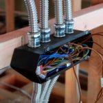 Можно ли сделать скрытую проводку в деревянном доме?